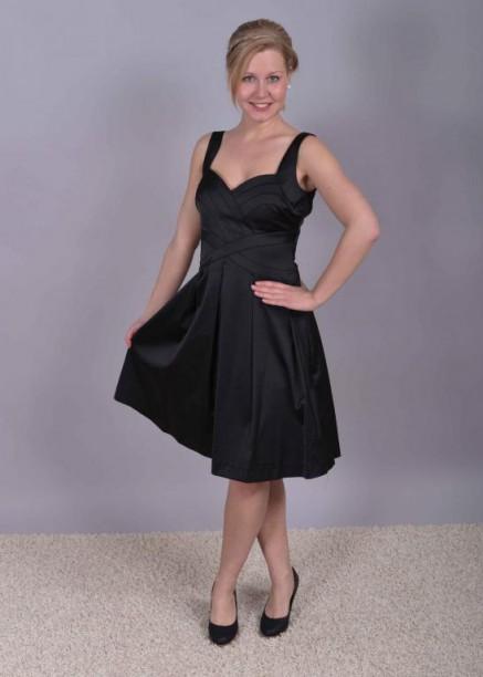 šaty vhodné na společenskou událost